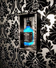 Lampe Jack Daniels, Jack Daniels Birthday, Deco Gamer, Cute Bedroom Decor, Man Cave Home Bar, Diy Bar, Bottle Lights, Diy Furniture Projects, Home Room Design