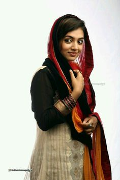 South Indian actress Nazriya Nazim best picture and wallpaper gallery. Best hd image gallery of actress Nazriya Nazim. Indian Film Actress, South Indian Actress, Indian Actresses, Nazriya Nazim, India People, Bollywood Girls, Malayalam Actress, Photography Women, Portrait Photography