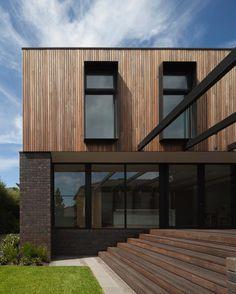 North Balwyn Residence // by @matyasarchitects feat Daniel Robertson Bricks @tatjanaplitt // #brickworksbp #danielrobertson #hawthorn #london #architecture #exterior #timbercladding #hardwoodcladding