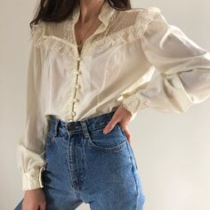 Vintage cream beautiful lace detailed button up blouse with beautiful sleeve How To Wear Lace Clothi Look Fashion, Korean Fashion, Fashion Outfits, Womens Fashion, Fashion Trends, Style Tumblr, Pretty Outfits, Cute Outfits, Jeans Boyfriend