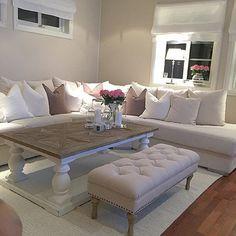 Flott stuebord i drivved fra ClassicLiving med hvitt.  understell. foto tatt av @camillion