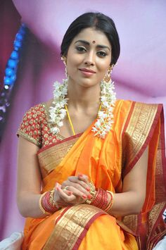 Shriya Saran In Saree Beautiful Look Still Beautiful Bollywood Actress, Most Beautiful Indian Actress, Beautiful Actresses, Beautiful Girl In India, Beautiful Saree, Beautiful Girl Quotes, Beautiful Women, Sonam Kapoor, Deepika Padukone