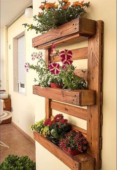 Wood Pallets 712413234791003124 - DIY Reclaimed Wood Furniture: Palette zu Möbeln – Jessica Fisher – Dekoration Reclaimed Wood Furniture: Palette zu Möbeln – Jessica Fisher- Source by Jardim Vertical Diy, Vertical Garden Diy, Vertical Gardens, Vertical Planter, Pallet Crafts, Diy Pallet Projects, Outdoor Projects, Wood Projects, Woodworking Projects