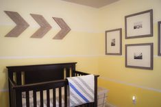 Crib with arrows