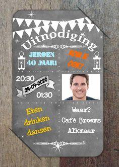 Uitnodiging krijtbord op hout b, verkrijgbaar bij #kaartje2go voor €0,99
