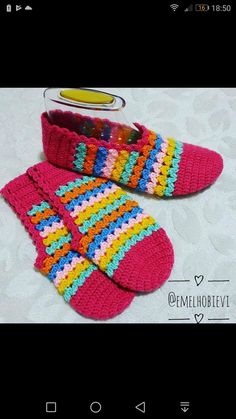 Visit the site for details. Crochet Shoes, Crochet Baby Booties, Crochet Clothes, Loom Knitting, Knitting Socks, Crochet Designs, Crochet Patterns, Free Crochet, Knit Crochet