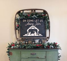 Simple Rustic Christmas Console Table Christmas Tablescapes, Christmas Mantels, Christmas Star, Rustic Christmas, Simple Christmas, Christmas Decorations, Table Decorations, Christmas Ideas, Clear Glass Ornaments