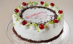 Torta di compleanno con crema chantilly e Dolceneve