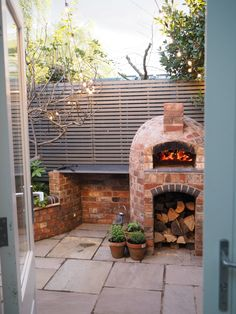 Installing a wood fired pizza oven in our garden Love pizza? Read my step by step guide on how we installed a wood fired pizza oven in our garden and how you can get one in yours too. And seriously, they make the MOST delicious pizza! Small Outdoor Kitchens, Outdoor Kitchen Design, Patio Design, Garden Pizza, Brick Bbq, Pizza Oven Outdoor, Brick Oven Outdoor, Backyard Buildings, Fire Pizza