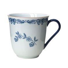 Avnjut ditt kaffe i en riktig designklassiker från Rörstrand! Ostindia mugg 30 cl är en del av den omåttligt populära Ostindia servisen som lanserades redan 1932. Inspirationen till serien kom från en vacker porslinsskärva som hade färdats på Ostindiefararen Göteborg, där av namnet på serien. Kombinera gärna med andra delar från Ostindia-serien för att skapa en klassisk dukning!