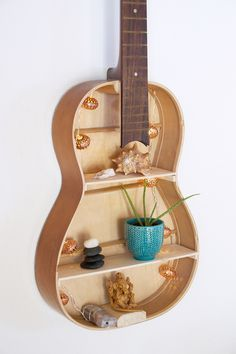 Whether as a cool gift, or great decoration for your own four walls, here I show you how you can easily build your own guitar shelf! Guitar Crafts, Guitar Diy, Guitar Shelf, Build Your Own Guitar, Modern Wall Decor, Guitar Design, Teen Girl Bedrooms, Shelf Design, Decorating Blogs