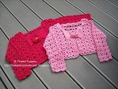 Gratis patronen: Kindervestje Mode Crochet, Crochet Girls, Crochet For Kids, Crochet Beanie, Crochet Shawl, Crochet Lace, Baby Pop, Baby Girl Patterns, Baby Sweaters