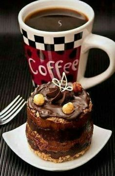 Caffeine Legumes, Soil Gourmet coffee, Flavoured and Espresso Good Morning Coffee, Coffee Break, Mini Desserts, Coffee Cafe, My Coffee, Art Cafe, Coffee Muffins, Café Chocolate, Coffee Pictures