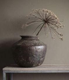 Grote authentieke Koperen kruik Wabi Sabi, Ikebana, Interior Decorating, Interior Design, Rustic Charm, Natural Living, Beautiful Interiors, Home And Living, Floral Arrangements