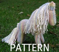 Shadow the Horse Knitting Pattern Waldorf Toy PDF by Also used for the unicorn. Knitting For Kids, Knitting Projects, Knitting Patterns, Crochet Patterns, Knitting Toys, Horse Pattern, Waldorf Toys, Toy Craft, My Horse