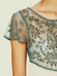 Types of beaded patterns on clothes and ornaments - Types of beaded patterns on clothes and ornaments - Tambour Embroidery, Couture Embroidery, Tambour Beading, Bead Embroidery Patterns, Couture Details, Fashion Details, Fashion Design, Tattoo Dentelle, Estilo Hippie