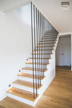 49 beautiful wooden stair design ideas for your home 3 > Fieltro.Net Stairs Ideas Beautiful Design FieltroNet home Ideas Stair wooden Timber Stair, Modern Stair Railing, Staircase Handrail, Stair Railing Design, Home Stairs Design, Modern Stairs, Interior Stairs, Home Room Design, Banisters