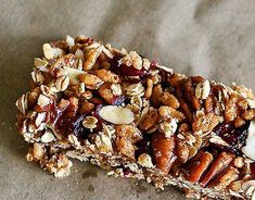 A homemade cranberry spice granola bar recipe that makes a great healthy snack. Healthy granola bar recipes like this one make healthy breakfasts easy. Healthy Granola Bars, Homemade Granola Bars, Muesli Bars, Healthy Cereal, Cranberry Bars, Cranberry Almond, How To Make Granola, Healthy Treats, Healthy Eating