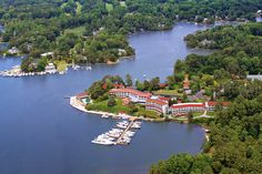 The Tides Inn - an intimate resort, located on the Chesapeake Bay, featuring comfortable accommodations, a full-service marina, championship golf, endless activities and fresh, Tides-to-Table cuisine.