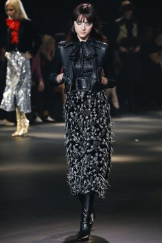The complete Saint Laurent Pre-Fall 2016 fashion show now on Vogue Runway. Fall Fashion 2016, Fashion Week, High Fashion, Fashion Show, Autumn Fashion, Fashion Design, Fashion Styles, Men's Fashion, Saint Laurent Paris