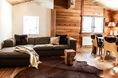 Chalet Castellino del Sole - SAAS FEE living room Saas Fee, Chalet Design, Real Estate, Couch, Living Room, Furniture, Home Decor, Real Estates, Settee