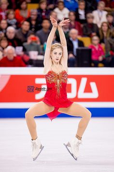 Gracie Gold is a Female Ice Skater Gracie Gold, Golden Skate, Ice Girls, Figure Skating Dresses, Sporty Girls, Hollywood Fashion, Sports Photos, Athletic Women, Winter Sports
