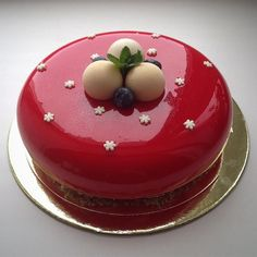 Diabetes never looked this good. The pastry chef uses gelatin to make the glaze look mirror-like. The best cake when the occasion calls for a special cake that& not boring. Glaze For Cake, Mirror Glaze Cake, Mirror Cakes, Food Cakes, Fancy Desserts, Delicious Desserts, Mini Cakes, Cupcake Cakes, Cup Cakes