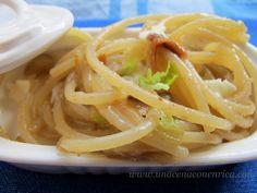 spaghetti acciughe, mozzarella e indivia