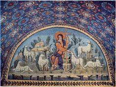 Ravenna, Italy, Mausoleum of Galla Placidia DE GOEDE HERDER TE MIDDEN VAN ZIJN SCHAPEN boven de ingang van het mausoleum. We zien nog de Romeinse invloeden in de evenwichtige symmetrische composities en de heldere kleuren terwijl de frontaliteit en de majestatische houding van een totaal andere inspiratie zijn. De Goede herder is ongetwijfeld het eerste grote meesterwerk van de christelijke iconografie.