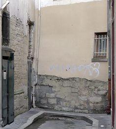 Base de la muraille de Philippe Auguste. Impasse de Nevers Paris 75006. ©GB