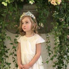 """""""Mi piace"""": 92, commenti: 12 - ANG un bebè (@angunbebe) su Instagram: """"Avete finito di fare queste foto.... @irenechellini  flower girl  ANG un bebè  Cerchietto @eleolab…"""""""