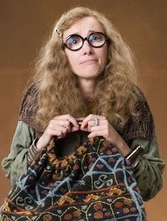 Professor Sybill Patricia Trelawney (b. was a witch and was born to a Muggle mother and wizard father. She attended Hogwarts School and was sorted into Ravenclaw house in Later Sybill became professor of Divination at Hogwarts School. Severus Rogue, Severus Snape, Harry Potter Cosplay, Harry Potter Characters, Ravenclaw, Emma Thompson, Kino Film, Star Wars, Voldemort