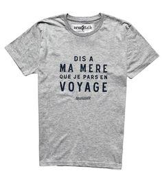 Découvrez le t-shirt Newstalk Le Voyageur Gris - t-shirt graphique pour gentlemen travellers sur un thème original - T shirt expédié sous 72 heures -