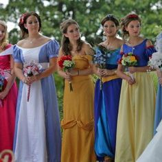 This bride had a Disney themed wedding and dressed all her bridesmaids as Disney princesses! So glad y'all are down for this, @Sheila Jeffreys & @Danielle Doss!