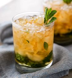 This Southern mint julep recipe is pretty close to the iconic Derby Day cocktail, made with simple syrup, Kentucky bourbon, fresh mint, and crushed ice. Cool and refreshing, it's perfect on a summer day! #mintjulep #bourbon #derbyday #cocktail #mint #kentucky #southern #sipper Potato Salad Recipe Easy, Salad With Sweet Potato, Southern Mint Julep Recipe, Derby Cake Recipe, Kentucky Derby Pie, Mini Crab Cakes, Halloween Cookie Recipes, Roasted Sweet Potatoes, Fresh Mint