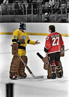 Simmons of the Kings and Meloche of the Barons meet at centre ice. Hockey Shot, Hockey Goalie, Hockey Games, Funny Hockey, Goalie Pads, Wayne Gretzky, Pittsburgh Penguins Hockey, Los Angeles Kings, Vancouver Canucks