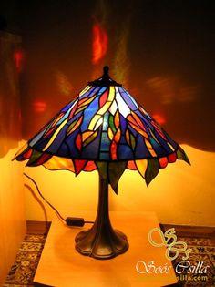 Stolová Lampa z Kovu a Tiffany Vitrážou |
