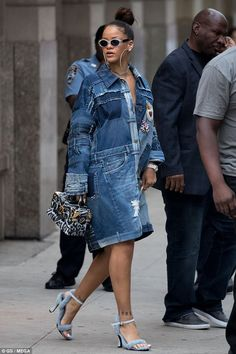 Daring: Rihanna, evoked casual chicness in an all denim patchwork dress In New York on WednesdayDiscover recipes, home ideas, style inspiration and other ideas to try.Rihanna best street style looks Rihanna Casual, Rihanna Outfits, Rihanna Style, Denim Patchwork, Patchwork Dress, Jeans Patch, Fashion Jeans, Fashion Outfits, Look Jean