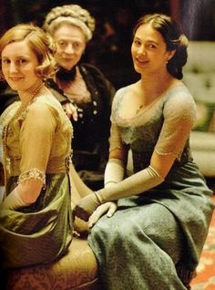 Laura Carmichael, Maggie Smith and Jessica Brown Findlay in Downton Abbey