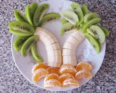 Banana and Kiwi Palm Trees with tangerine beach! Super easy and cool way to make your fruit more fun!