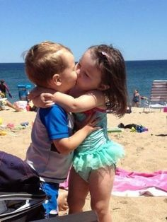 45 Ideas For Funny Kids Pictures Kiss Cute Baby Couple, So Cute Baby, Baby Love, Precious Children, Beautiful Children, Beautiful Babies, Funny Babies, Funny Kids, Cute Babies