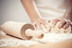 Rice flour may be used to partially substitute for all-purpose flour in small amounts. Rice flour lacks gluten and will perform differently in recipes. Homemade Dinner Rolls, Dinner Rolls Recipe, Homemade Apple Pies, Homemade Fudge, Patisserie Sans Gluten, Pasta Casera, Kneading Dough, Baking Basics, Masterchef