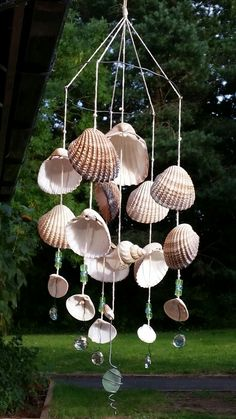 Seashell wind chime - Seashell wind chime Best Picture For popsicle stick crafts For Your Taste You are looking for som - Seashell Wind Chimes, Diy Wind Chimes, Seashell Art, Seashell Crafts, Seashell Projects, Sea Crafts, Baby Crafts, Mermaid Crafts, Mermaid Room