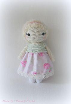 ✣ Puppe Mina im zartgrünen/rosa Kleid gehäkelt ✣ von ✣  Smoozly Crochet ✣ auf DaWanda.com