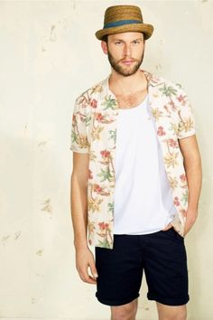 This laid-back, surfer/festival look from Burton is typical of the trend this Summer Hawaiian Print Shirts, Aloha Shirt, Havana Nights Party, Military Fashion, Mens Fashion, Festival Trends, Estilo Tropical, Festival Looks, Cool Outfits