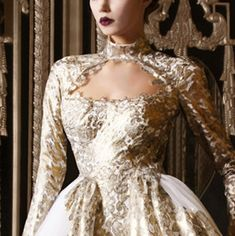 The Paolo Sebastian Spring/Summer 2015/16 collection is an enchanting mix of beautiful embroideries and impressive beading.