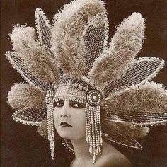 Vintage Headdress--so many bunny ears! Cabaret, Mode Vintage, Vintage Love, Vintage Ladies, Funny Vintage, Vintage Costumes, Vintage Outfits, Vintage Fashion, Fashion 1920s