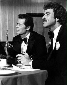"1979 Jim Rockford (James Garner) and Lance White (Tom Selleck) in the Rockford Files episode ""Nice Guys Finish Dead"". Tom Selleck, Robert Redford, Classic Movie Stars, Classic Tv, Hollywood Stars, Classic Hollywood, James Gardner, Jesse Stone, The Rockford Files"