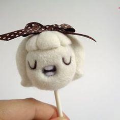 Lollie Cream Soda wishes you a great weekend!! https://droolwool.zibbet.com/....#droolwool #weekend #lollipop #lollipopdoll #cutelollipop #handmadearttoy #cutearttoy #kawaiiarttoy #kawaiilollipop #lollipoplove #needlefelting #lollipopgirl #designertoy #Toycollector #kawaiicollector #felteddoll #artdoll #creamsoda #white