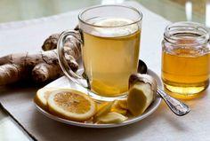 Er zijn natuurlijke manieren om je weerstand te verhogen. Zo is er bijvoorbeeld een warm drankje met een schijf citroen, een stuk verse gember, een stuk verse kurkuma en een theelepel honing en deze ingrediënten helpen tegen een zere keel.